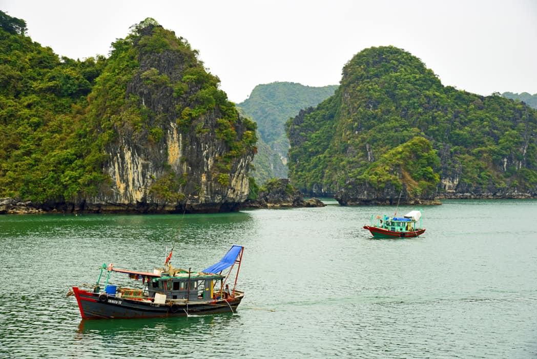Vietnam tour halong bay EHE